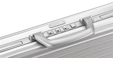 Металлические чемоданы для путешествий